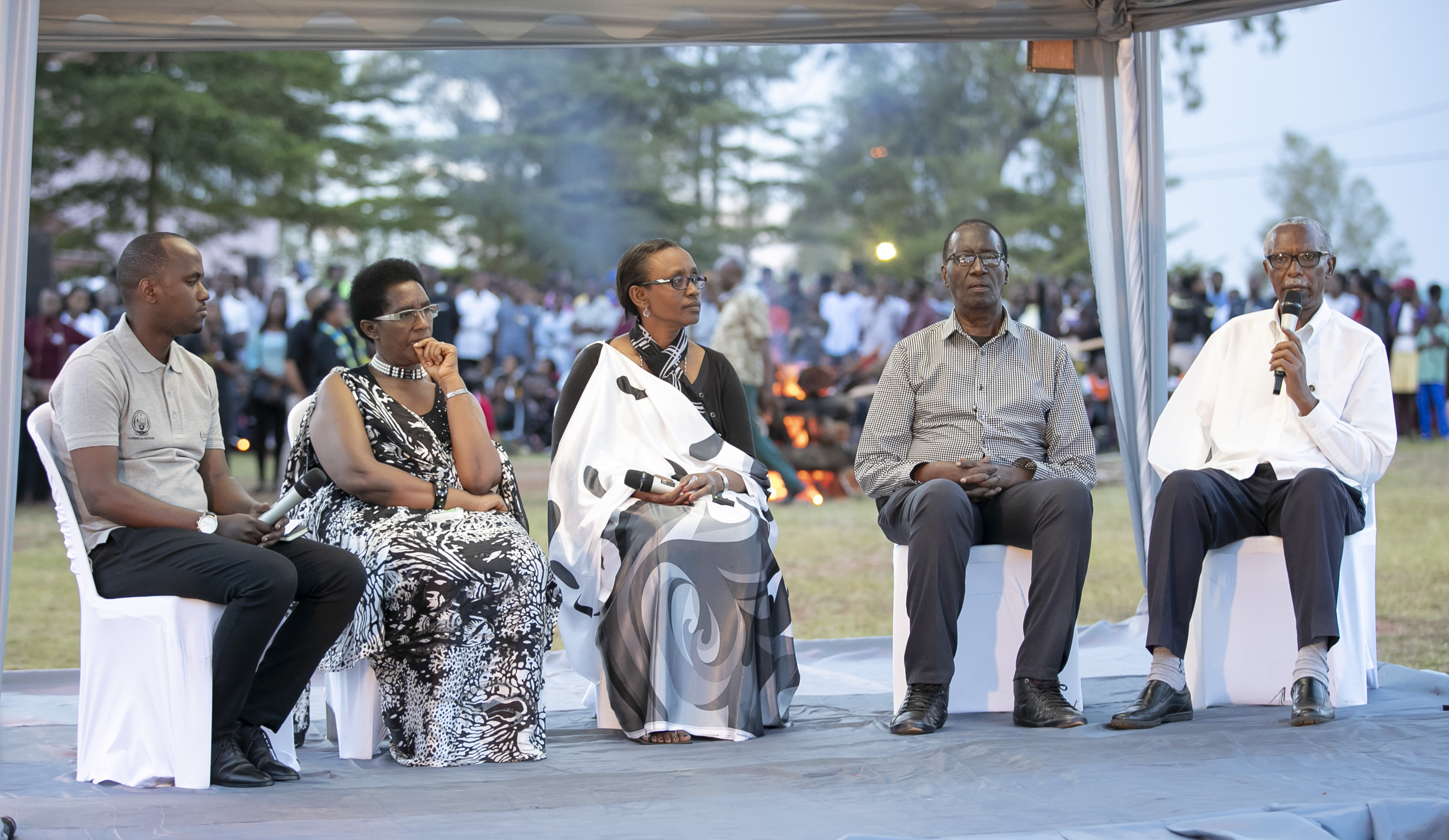 Over 11,000 convene at Nyanza to remember Tutsis abandoned by UN peacekeepers in the hands of Interahamwe.